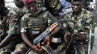 Des soldats des Forces républicaines de Côte d'Ivoire (FRCI) à Abidjan, le 16 avril 2011.