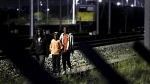 1700 migrantes impedidos de chegar ao Eurotúnel esta madrugada