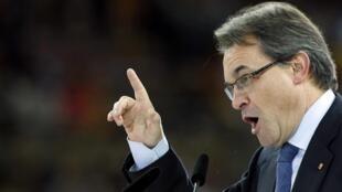 Artur Mas du parti Convergence et Union (CIU) espère avoir la majorité absolue au Parlement. En meeting à Barcelone, le 23 novembre 2012.