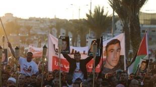 Des Arabes israéliens protestent le 20 janvier 2015 à Rahat (sud d'Israël), pour dénoncer la mort de  Sami al-Jaar, tué par la police israélienne ce dimanche.