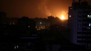 از کیلومترها دورتر دود ناشی از انفجارها در جنوب غزه قابل رویت بود.