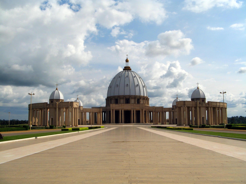 La basilique Notre-Dame de la Paix dans la capitale ivoirienne Yamoussoukro.