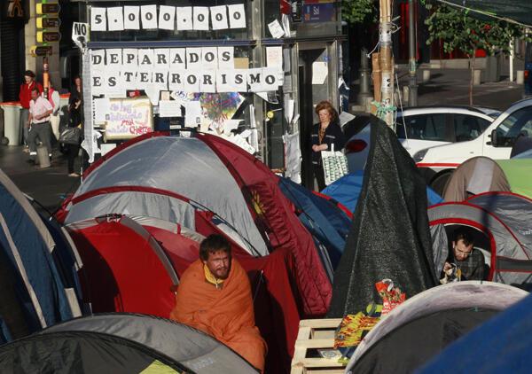 Madrid: los 'indignados' españoles acampan en la Puerta del Sol.