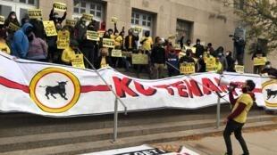 Manifestation du collectif KC Tenants devant le palais de justice  de Kansas City.