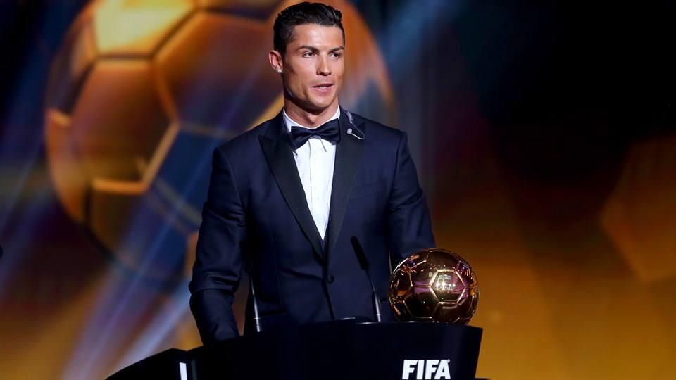 Pela terceira vez o português Cristiano Ronaldo conquistou o trofeu Bola de Ouro.