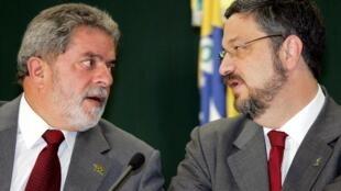 O ex-presidente Luiz Inácio Lula da Silva com o ex-ministro Antonio Palocci.