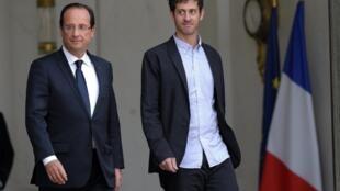 El presidente francés François Hollande y el periodista Roméo Langlois.