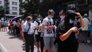 周六香港市民排队参加民主派立法会初选资料图片