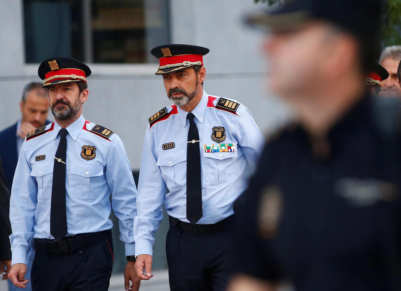 Josep Lluis Trapero, Meja Mossos, mkuu wa Polisi wa Catalonia (katikati), kabla ya ushuhuda wake katika Mahakama ya Juu ya Uhispania Ijumaa tarehe 6 Oktoba 2017.