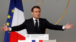 Le président français Emmanuel Macron prononce un discours lors de la conférence sur le handicap au Palais de l'Élysée, à Paris le 11 février 2020.
