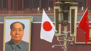 安倍到访前夕,天安门城楼附近的中日两国国旗 2018年10月25日
