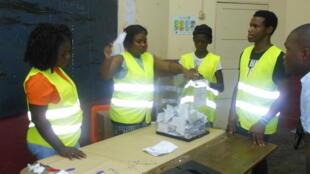 Contagem dos votos na segunda volta das eleições presidenciais em São Tomé e Príncipe