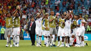 Los jugadores de Panamá saludan al público luego de su estreno mundialista donde perdieron contra Bélgica 3-0. El 18 de Junio de 2018 en Soshi.