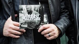 Посмертный альбом Джонни Халлидея «Mon pays c'est l'amour» вышел во Франции 19 октября 2018
