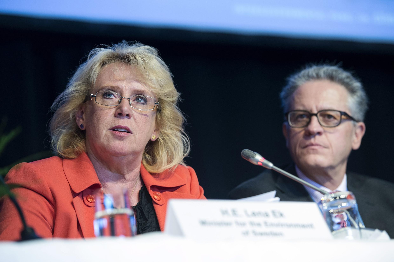 A ministra sueca do Meio Ambiente, Lena Ek, e Thomas Stocker, representante da ONU, durante conferência em Estocolme sobre mudanças climáticas.
