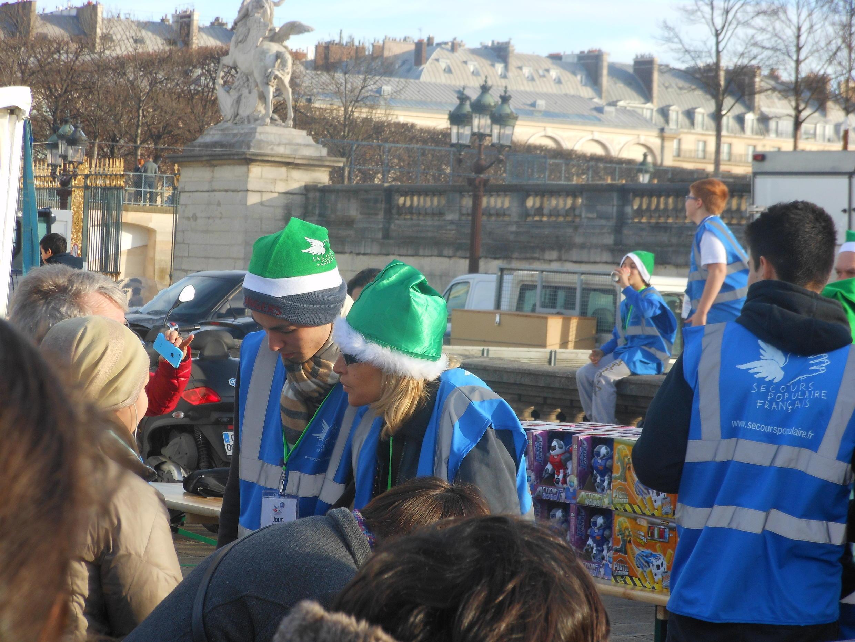 Pais Natal Verdes na distribuição de brinquedos na Place de la Concorde, em Paris, a 22 de Dezembro de 2015.