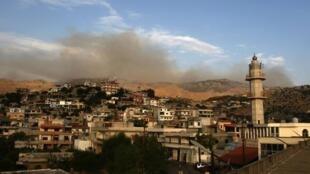 De la fumée au-dessus du village de Kfarchouba, dans le sud Liban, après des échanges de tirs dans la zone dite des fermes de Chebaa, contrôlée par Israël, le 27 juillet 2020.