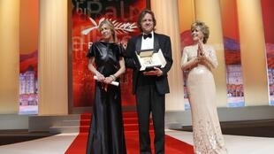 Tree of Life producers Bill Pohlad (C), and Dede Gardner (L) pose on stage with actress Jane Fonda