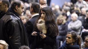 La journaliste Zineb El Rhazoui (c) lors des funérailles de Charb, le directeur de la publication de Charlie Hebdo, le 16 janvier 2015.