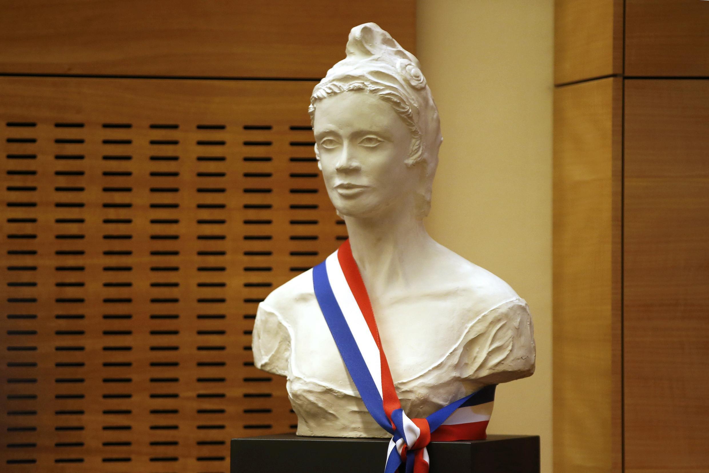 10 февраля депутаты должны проголосовать за закон «О защите нации». На фото – Марианна, символ Французской Республики, в холле Нацсобрания.