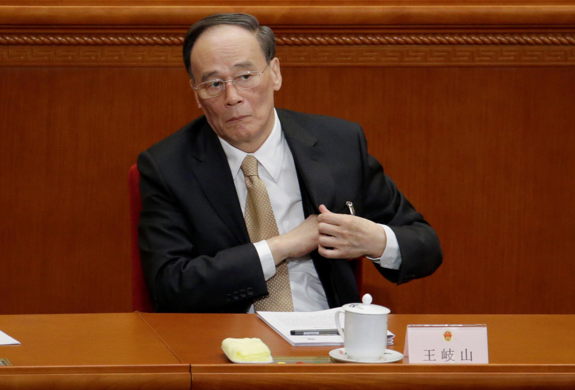 王岐山2017年3月5日在人大會談出席中國人大年會開幕式。