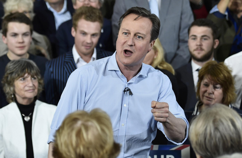 英国首相卡梅伦5月5日在英国西南部争取选民