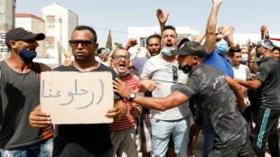 2021-07-26T101148Z_273431774_RC2ASO9ZLH4D_RTRMADP_3_TUNISIA-POLITICS-BONDS