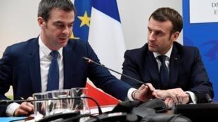Shugaban Faransa Emmanuel Macron, tare da ministan lafiyar kasar Olivier Véran.