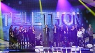 La 16e édition du Téléthon a débuté vendredi 7 décembre 2012. Franck Dubosq (C) en est le parrain.