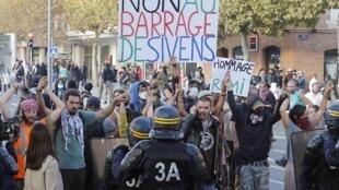 Sivens, le 27 octobre 2014. Manifestation contre le projet du barrage de Sivens (Tarn) et en hommage à Rémi Fraisse, tué par une grenade offensive sur le chantier du barrage.