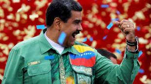 Dernier meeting de campagne pour Nicolas Maduro qui sera opposé ce dimanche à deux challengers: Henri Falcón et Javier Bertucci.
