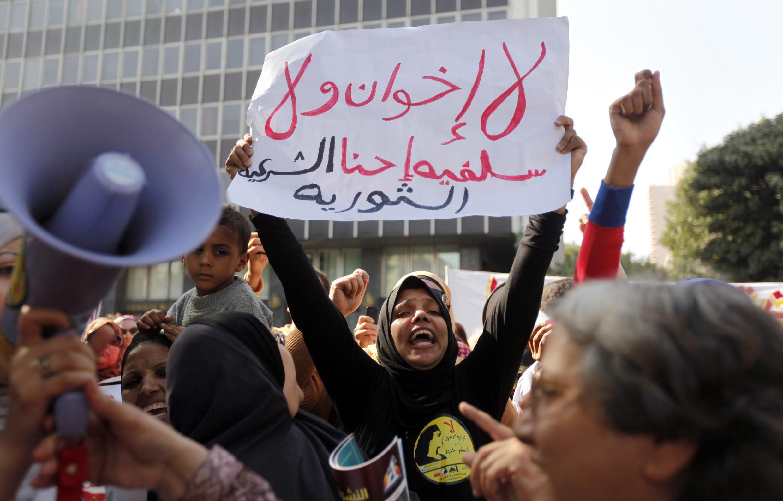 Biểu tình trước ủy ban luật Hồi giáo để yêu cầu đưa vào Hiến pháp sửa đổi quy định tỷ lệ dân biểu nữ trong Quốc hội, Cairo, 13/11/2013.