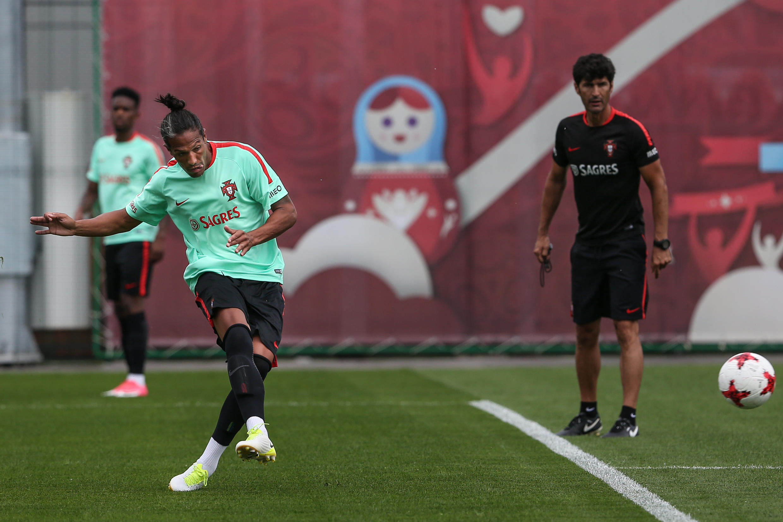 Bruno Alves durante o treino de Portugal em território russo.