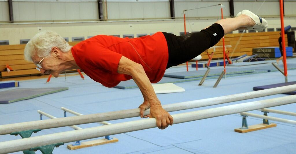 La loi instaurant un minimum vieillesse va toucher en priorité les femmes. Ici, Johanna Quaas, la plus vieille gymnaste en activité au monde, lors de ses exercices hebdomadaires (Photo d'illustration).
