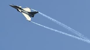 "A Dassault Rafale combat aircraft, which has been selected by the Indian Air Force for purchase, performs during the inauguration ceremony of the ""Aero India 2013"""