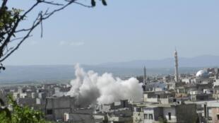 Ataque das forças do presidente sírio Bachar al-Assad no bairro de Houla, perto de Homs , neste 1° de abril de 2013.