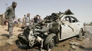 Restos de un coche en Kirkuk, luego de un ataque el 23 de julio de 2012.