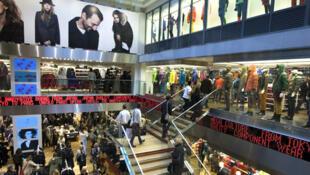 Cửa hàng Uniqlo ở Paris, một trong những thương hiệu có nhập hàng Trung Quốc nhiễm chất NPE