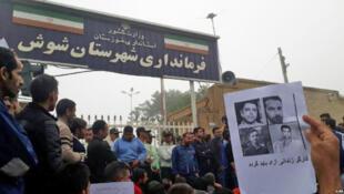 Un rassemblement de travailleurs à Haft Tapeh pour la libération de travailleurs détenus.