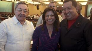El presidente cubano Raúl Castro, la presidenta electa de Costa Rica Laura Chinchilla y el venezolano Hugo Chávez, Cancún 23 de febrero de 2010