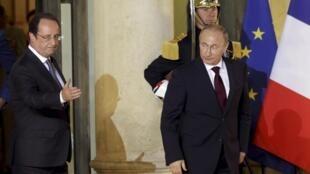 Франсуа Олланд на крыльце Елисейского дворца после ужина с Владимиром Путиным 05/06/2014