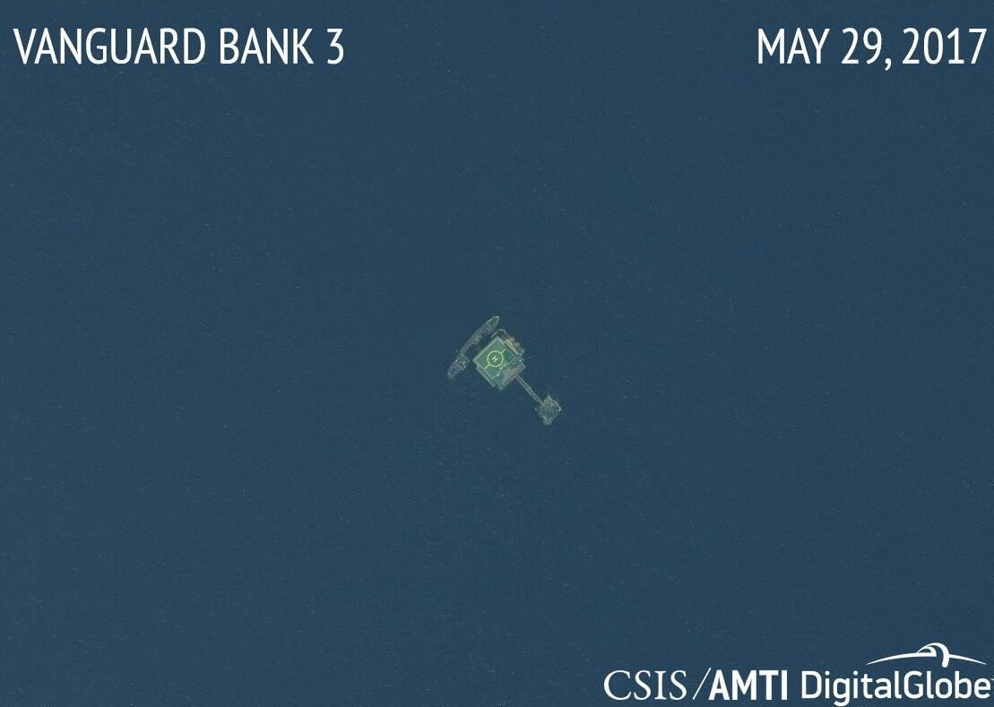 Ảnh vệ tinh chụp một nhà giàn D.K của Việt Nam tại Bãi Tư Chính (Biển Đông)