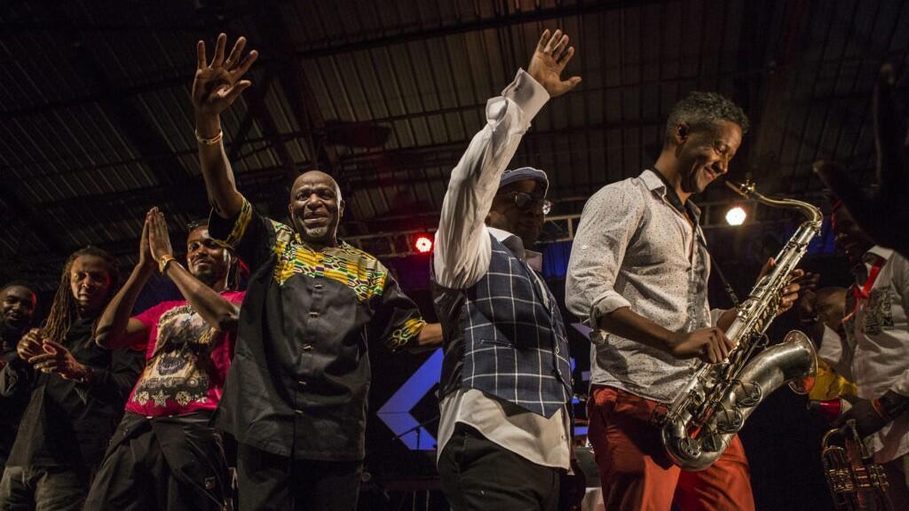 Ray Lema et ses musiciens à l'issue du concert en hommage à Franco, le 15 juin 2019 à Kinshasa.