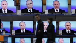 Tổng thống Nga Vladimir Putin trên truyền hình.