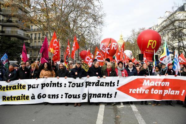 Манифестация против пенсионной реформы в Париже 10 декабря 2019.