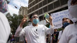 2020-11-12T140106Z_1101959161_RC2Q1K9Z5WKY_RTRMADP_3_HEALTH-CORONAVIRUS-VENEZUELA