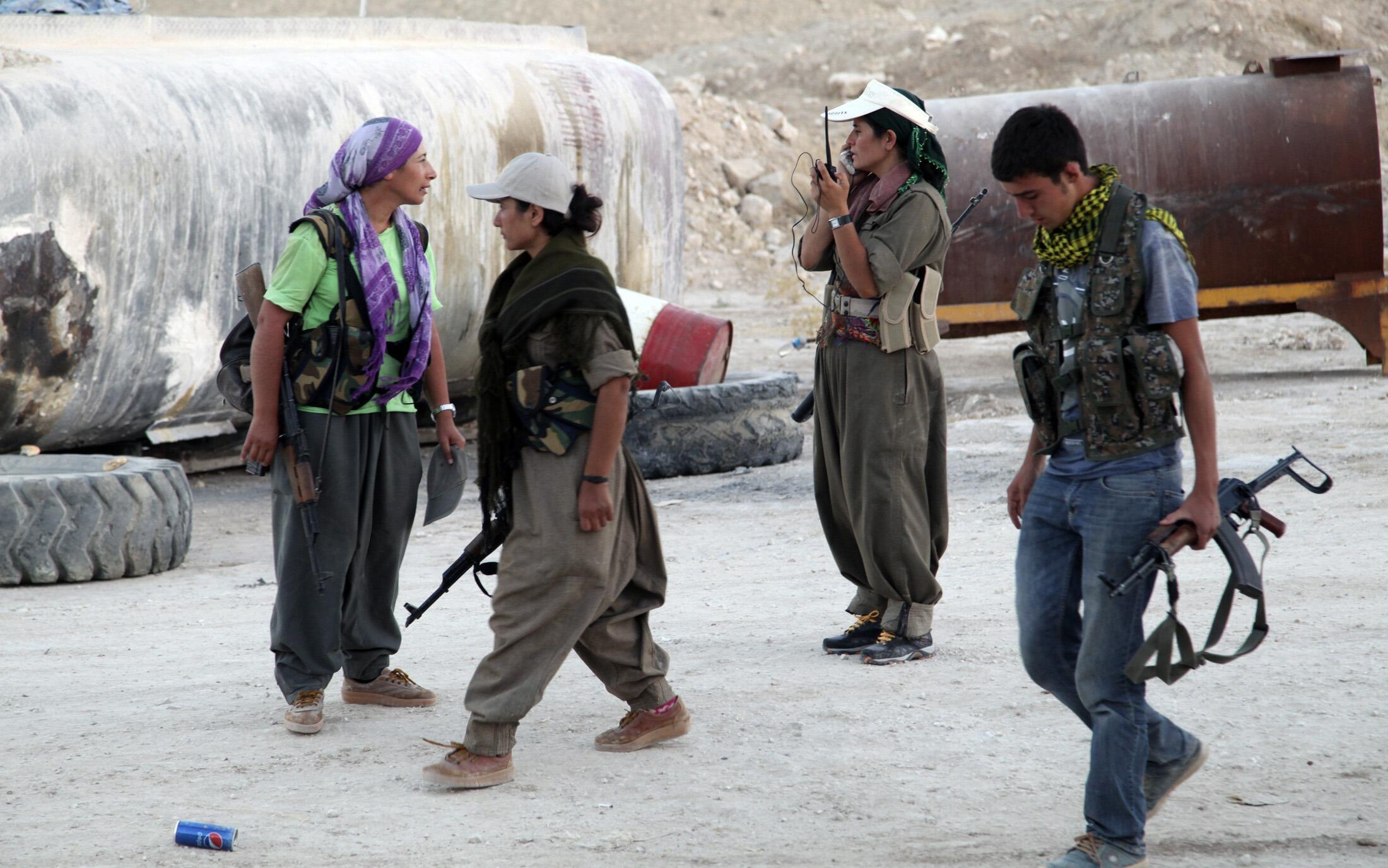 Milicianos del Partido de los Trabajadores del Kurdistán (PKK) en el frente contra los yihadistas del Estado Islámico, Makhmur, 9 de agosto de 2014.