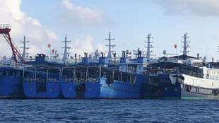 Ảnh do Lực lượng đặc nhiệm Philippines cung cấp cho thấy đội tàu Trung Quốc tập trung tại bãi Đá Ba Đầu (Whitsun Reef) trong vùng Biển Đông.