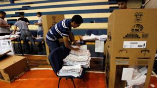 Bureau de vote de Guayaquil en Equateur, le 19 février 2017.