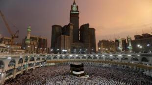 Muçulmanos rezam na Grande Mesquita em Meca, em 29 de agosto de 2017.